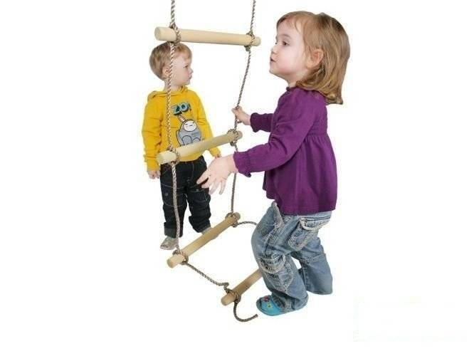 Rope ladder with 6 wooden rungs